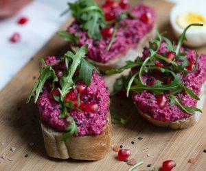 toast with roasted beet hummus